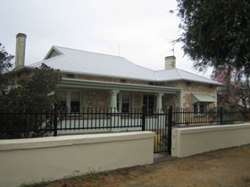 Naracoorte Cottages - MacDonnell House - Tourism Caloundra