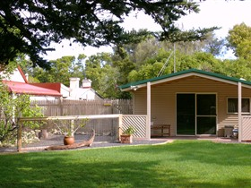 Shiralea Country Cottage - Tourism Caloundra