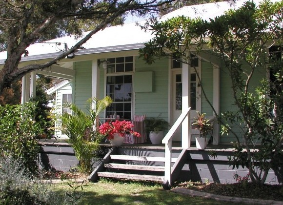 Huskisson Bed  Breakfast - Tourism Caloundra
