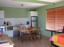 Fossickers Cottages - Tourism Caloundra