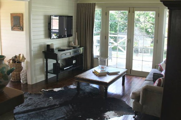 Book Barn Cottage - Tourism Caloundra