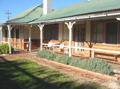 Gundagai Historic Cottages Bed and Breakfast - Tourism Caloundra