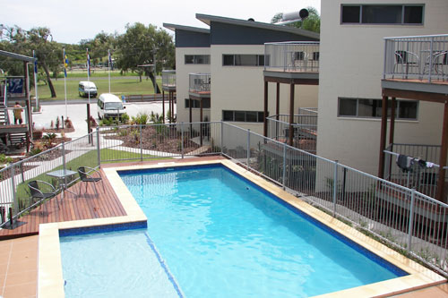 Emu's Beach Resort - Tourism Caloundra