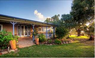 James Farmhouse and Rose Cottage - Tourism Caloundra