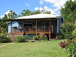Blue House Family Accommodation - Tourism Caloundra