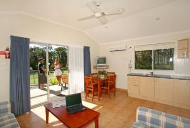 Samurai Beach Resort - Tourism Caloundra