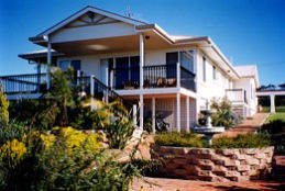 Lovering's Beach Houses - The Whitehouse Emu Bay - Tourism Caloundra