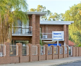 Toddy's Backpackers And Budget Accommodation - Tourism Caloundra