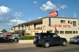A  A Lodge Motel