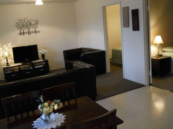 BJs Short Stay Apartments - Tourism Caloundra