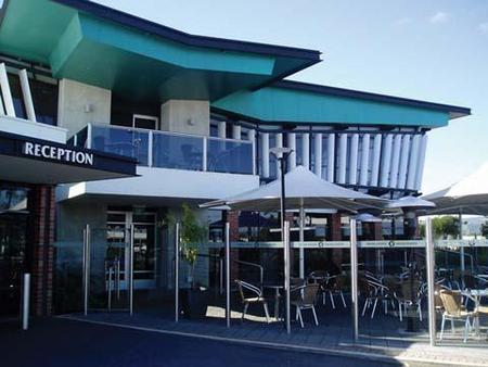 Highlander Hotel Bar Kitchen Rooftop - Tourism Caloundra