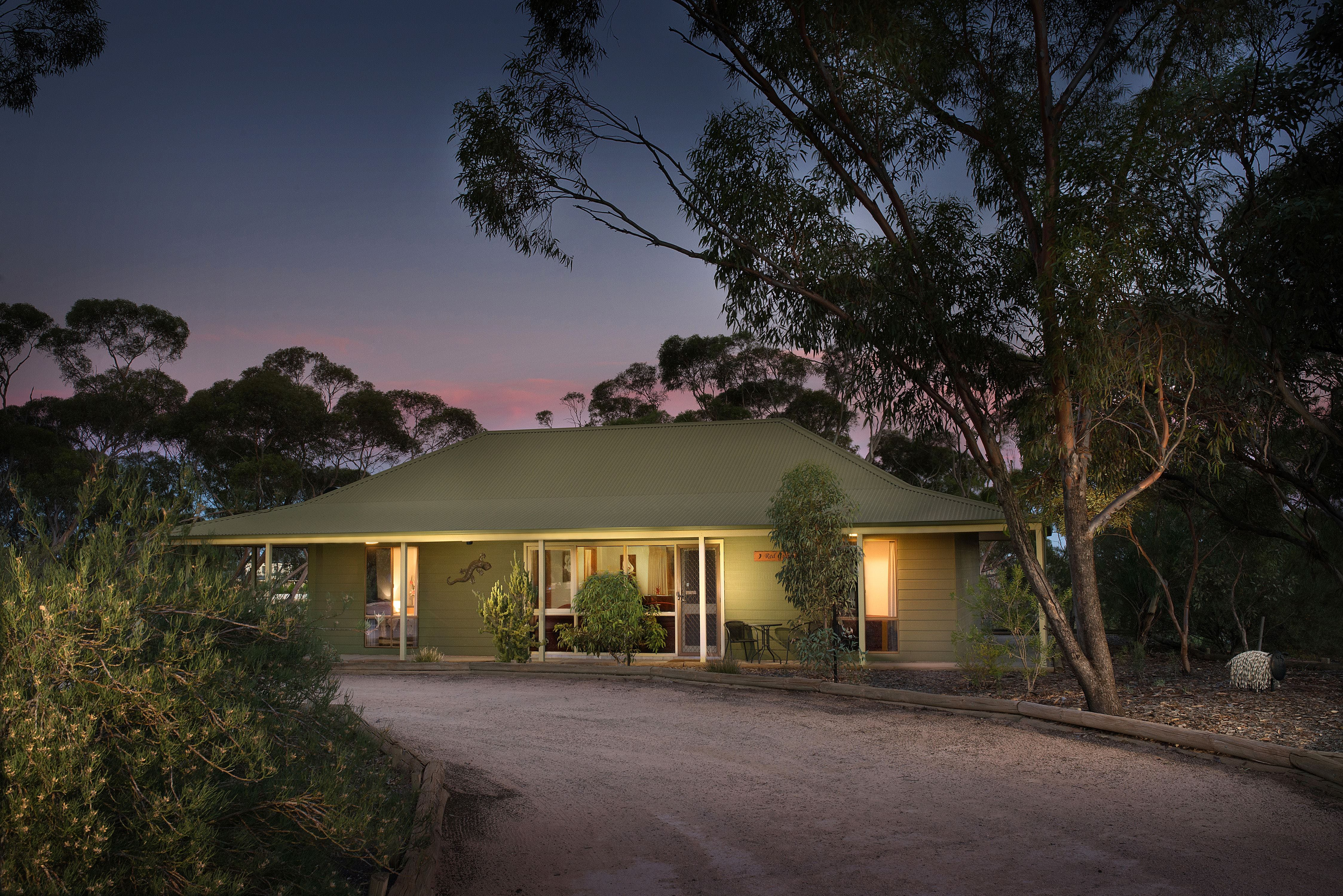 Riverbush Cottages - Tourism Caloundra