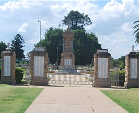 Warwick War Memorial and Gates - Tourism Caloundra