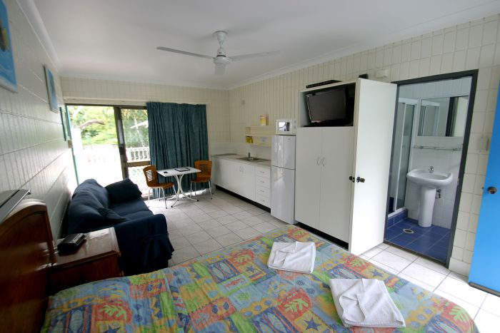Tropical Palms Inn - Tourism Caloundra
