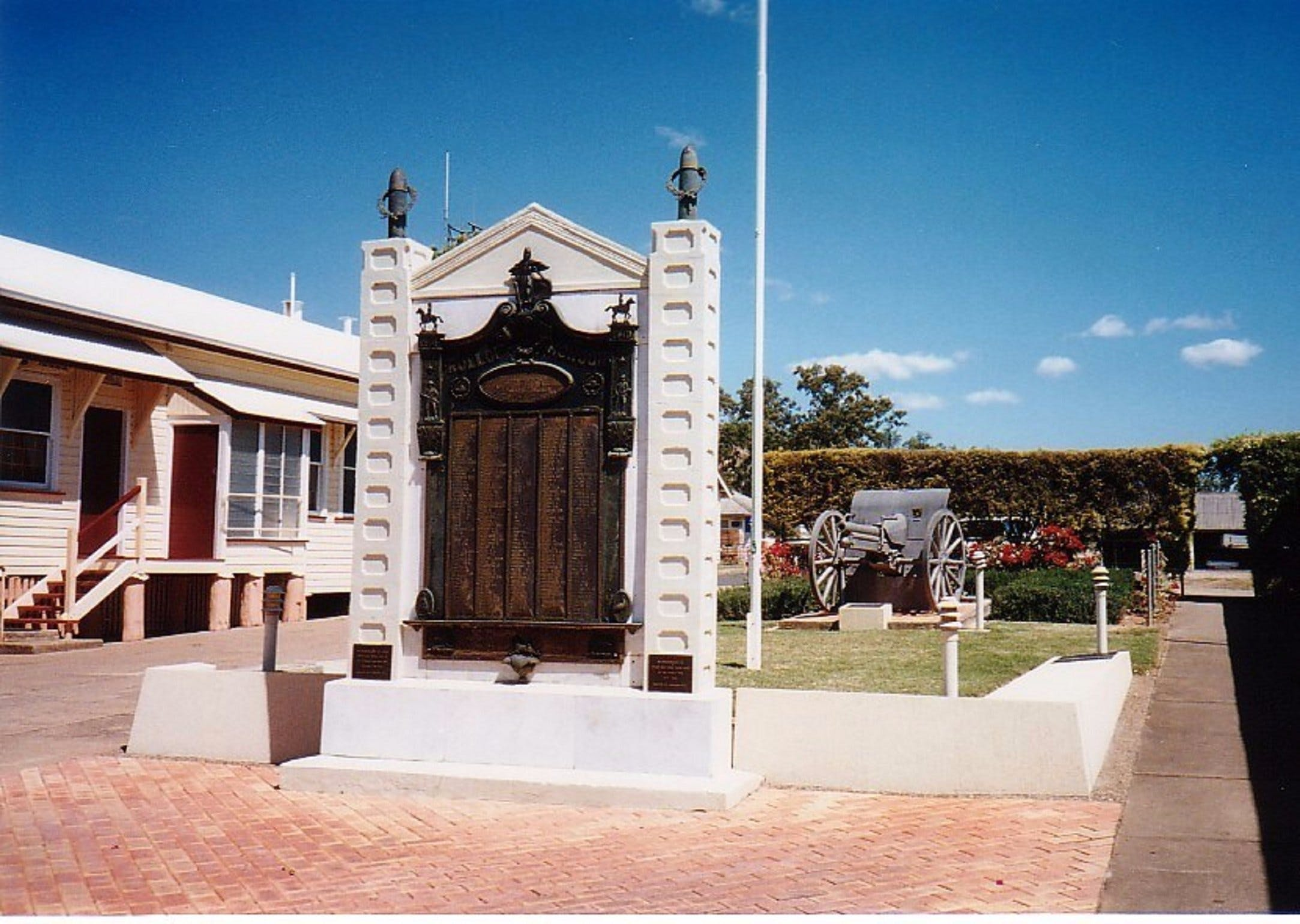 Gayndah War Memorial - Tourism Caloundra