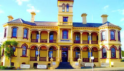 The Queenscliff Historic Royal Hotel - Tourism Caloundra