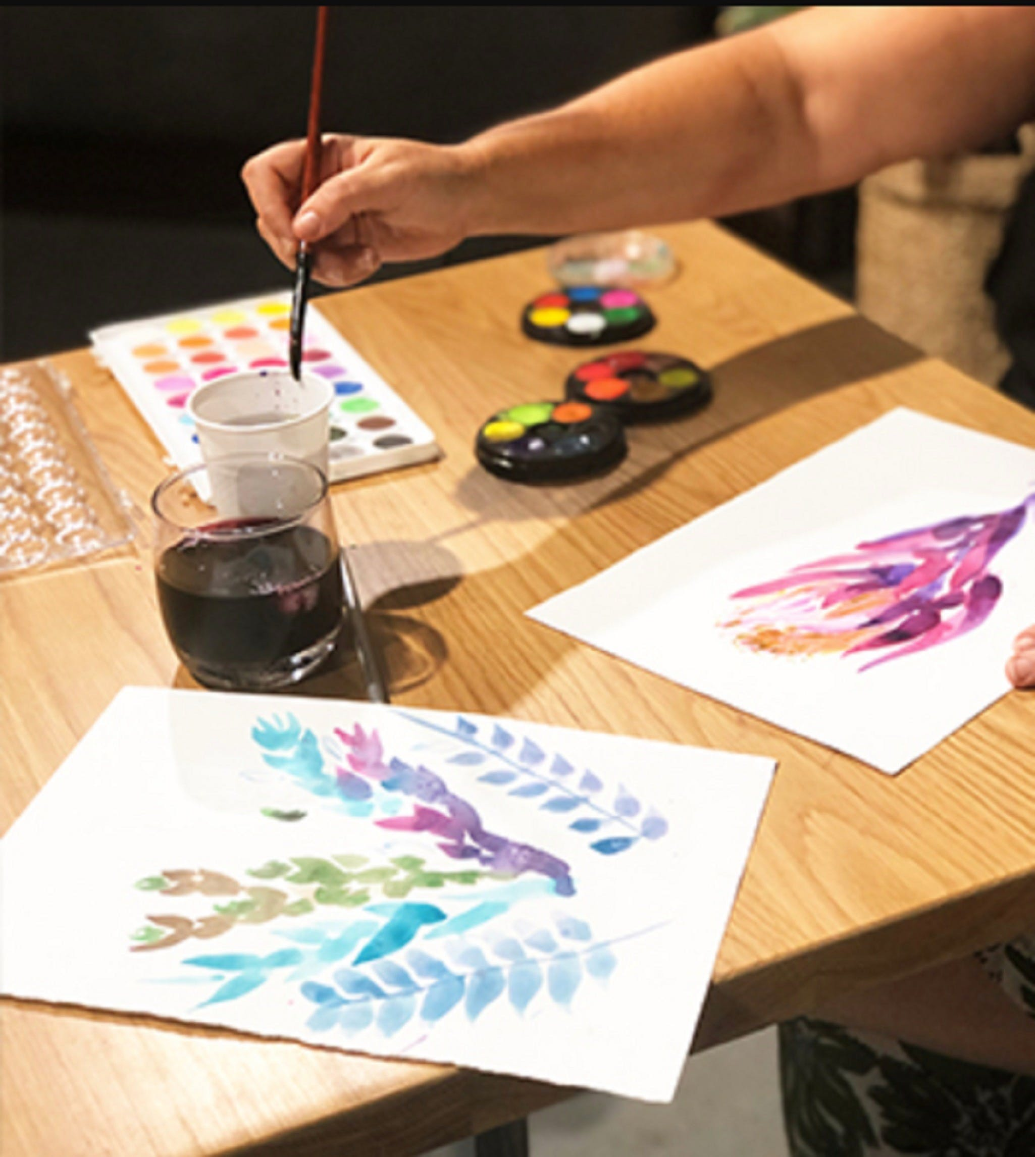 Paint and Sip Class Watercolour and Wine - Tourism Caloundra