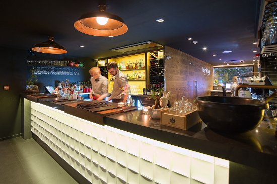 The Oakroom Kitchen and Bar - Tourism Caloundra