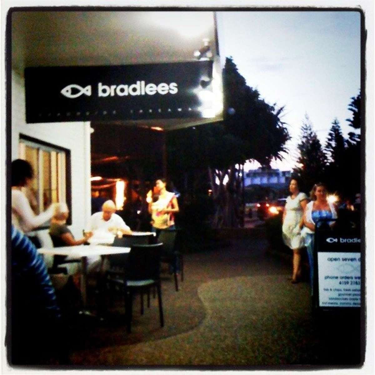 Bradlees on the Beach - Tourism Caloundra
