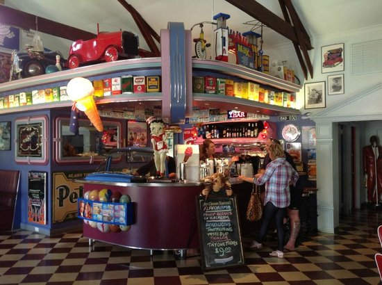 Cruzin' in the 's Diner - Tourism Caloundra