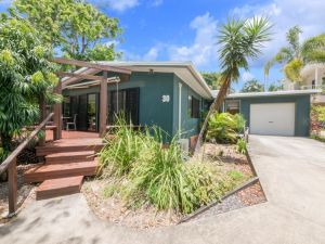 Bryce Street 30 - Ultimate Beach Shack Caloundra