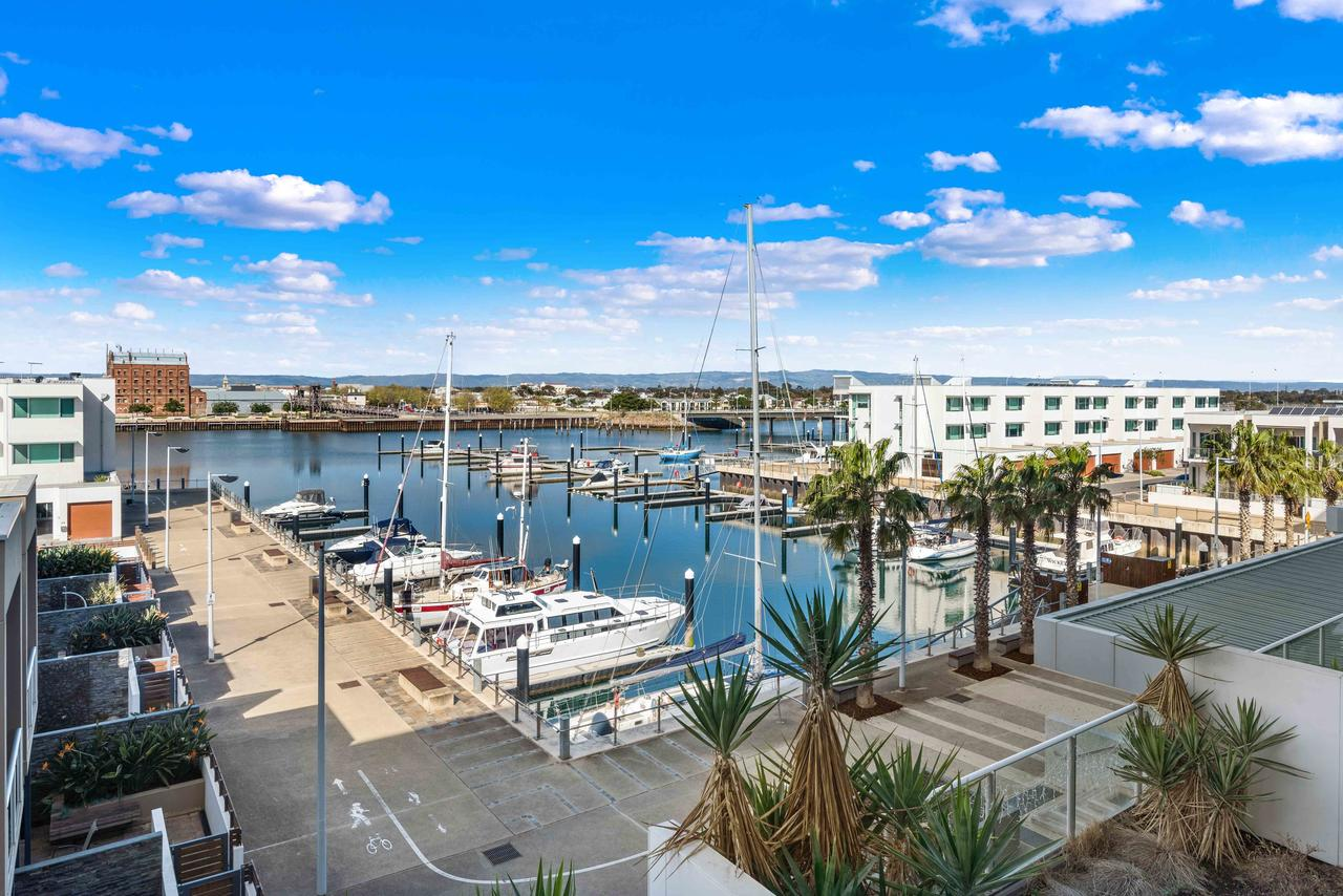 Port Adelaide Executive Waterfront Apartment - Tourism Caloundra