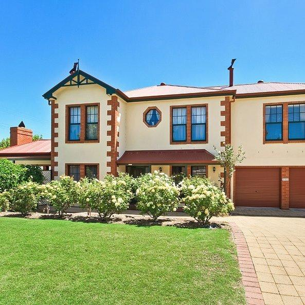 Wine and Roses Bed and Breakfast - Tourism Caloundra