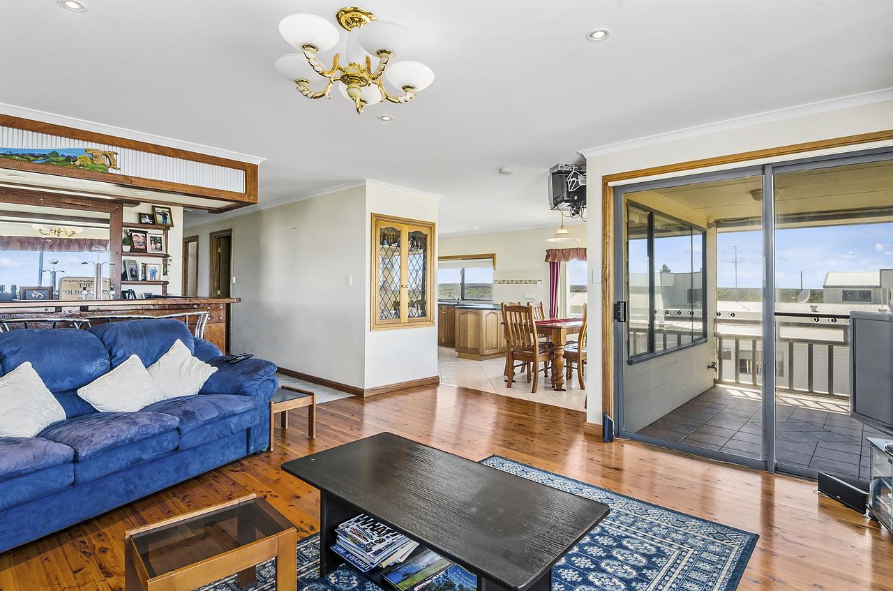 Rocks Retreat House with Sea Views - Tourism Caloundra