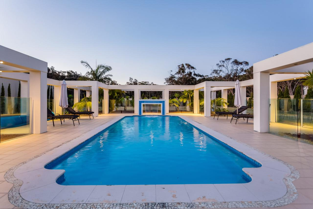 One Mile Mansion - Private Coastal Retreat FREE FAMILY ADVENTURE PASS - Tourism Caloundra