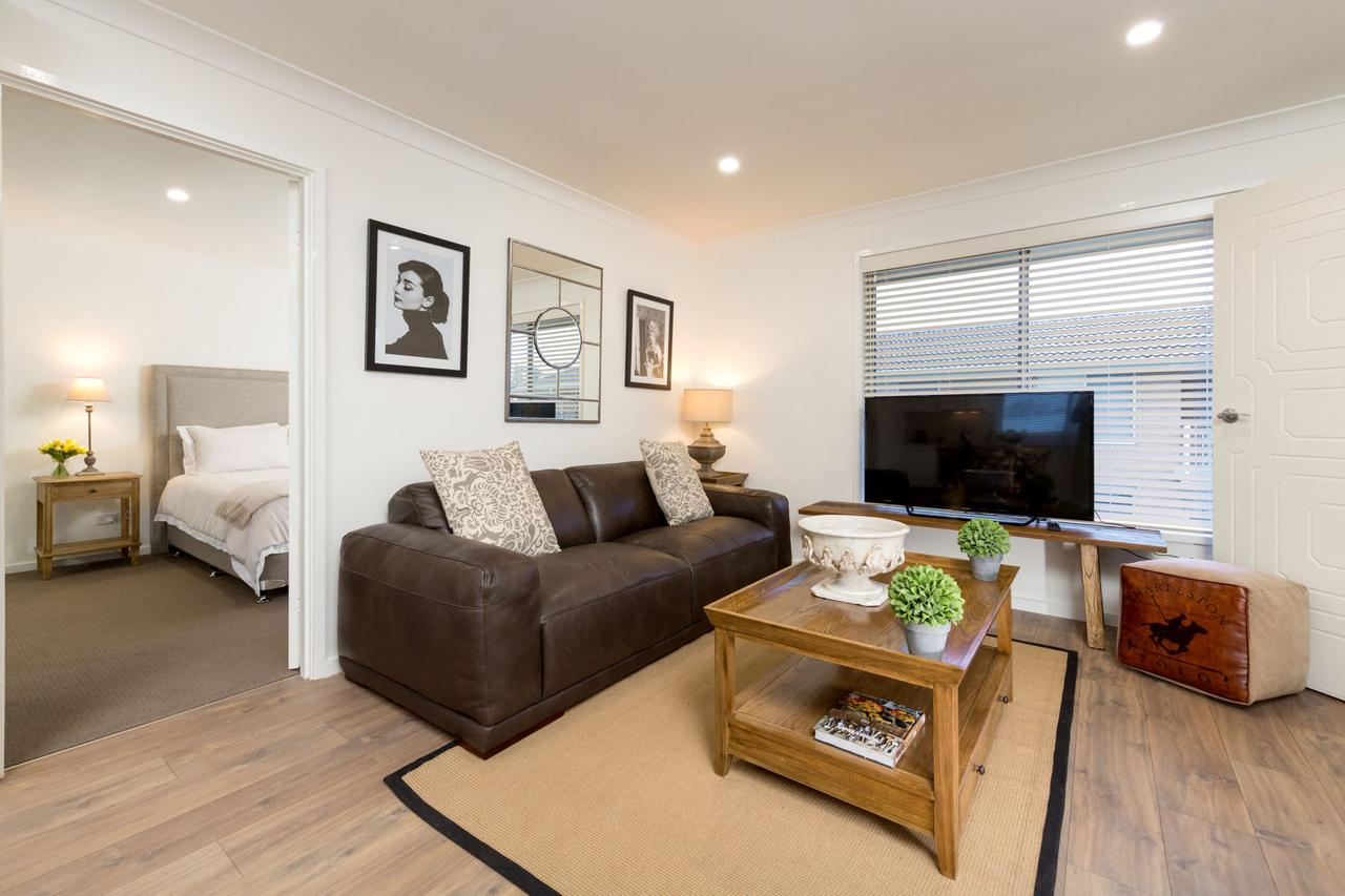 Sleeping in Style - Central  Sophisticated - Tourism Caloundra