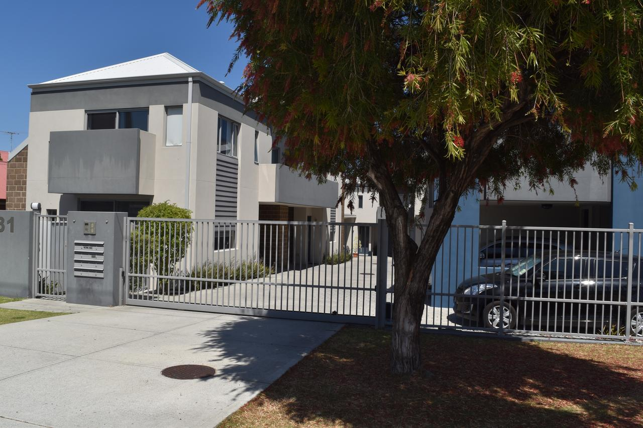 Central Executive Townhouse - Tourism Caloundra
