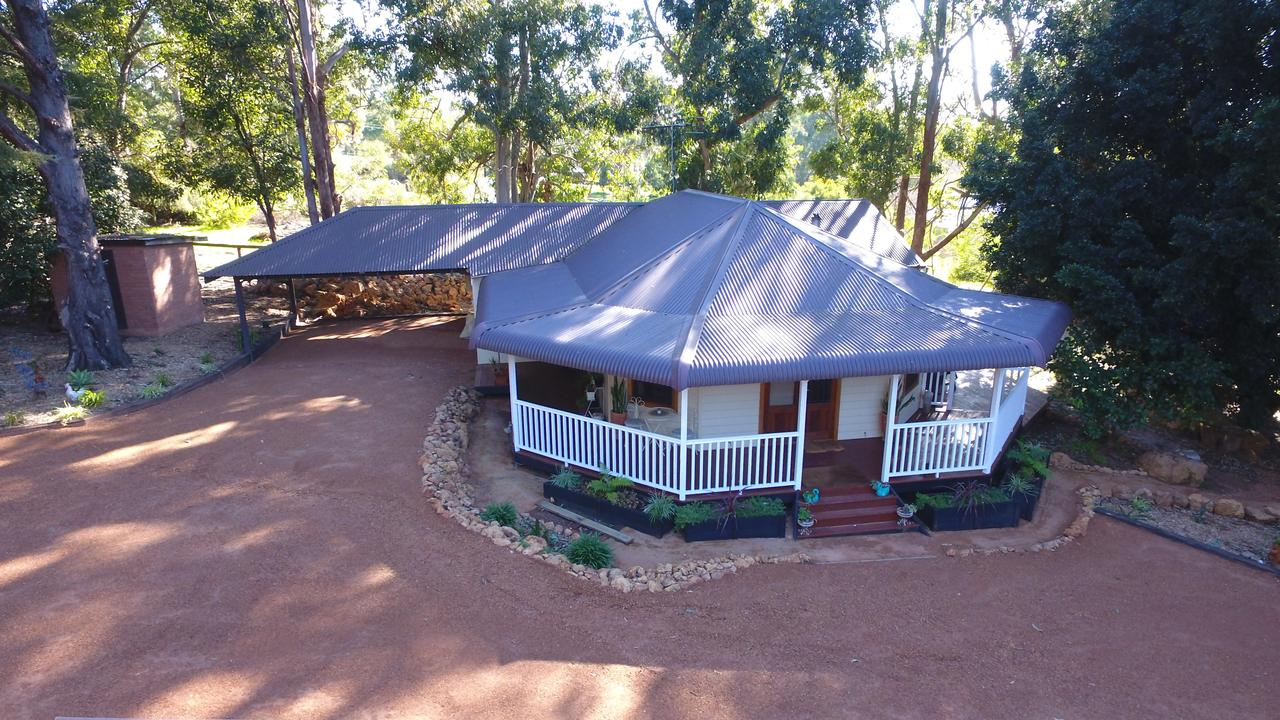 Quiet Escapes Cottages - Tourism Caloundra