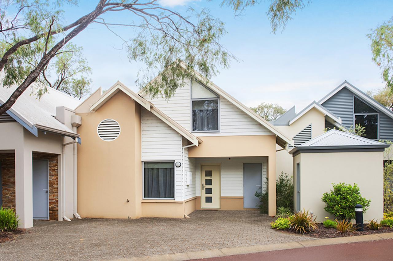 Beach Retreat - Busselton - Tourism Caloundra